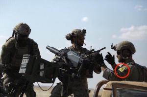 Soldati USA con le insegne delle milizie curde