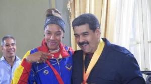 Il presidente venezuelano Maduro riceve Yulimar Rojas nel palazzo di Miraflores