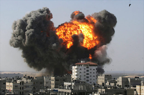 An explosion is seen after after an Israeli air strike in the southern Gaza Strip town of Rafah near the border with Egypt on January 13, 2009. Israeli troops and Hamas fighters fought fierce battles in the streets of Gaza's main city on Tuesday as Israel's war on Hamas entered its 18th day and the death toll spiralled above 900. AFP PHOTO/SAID KHATIB ALTERNATIVE CROP (Photo credit should read SAID KHATIB/AFP/Getty Images)   Original Filename: DV_To_Getty_2437704_0.jpg