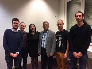 La delegazione del Partito Comunista con l'ambasciatore Mendez