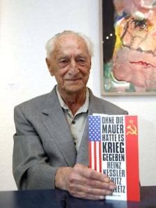"""Con il suo libro """"Senza il Muro ci sarebbe stata la guerra"""" (2011)"""