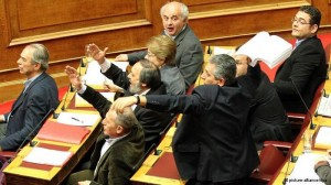 Mavrikos lancia il memorandum in parlamento