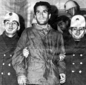 Deniz Gezmis al momento del suo arresto nel 1972