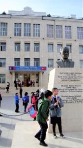 Una scuola dedicata ad Atatürk, fondatore del socialismo turco