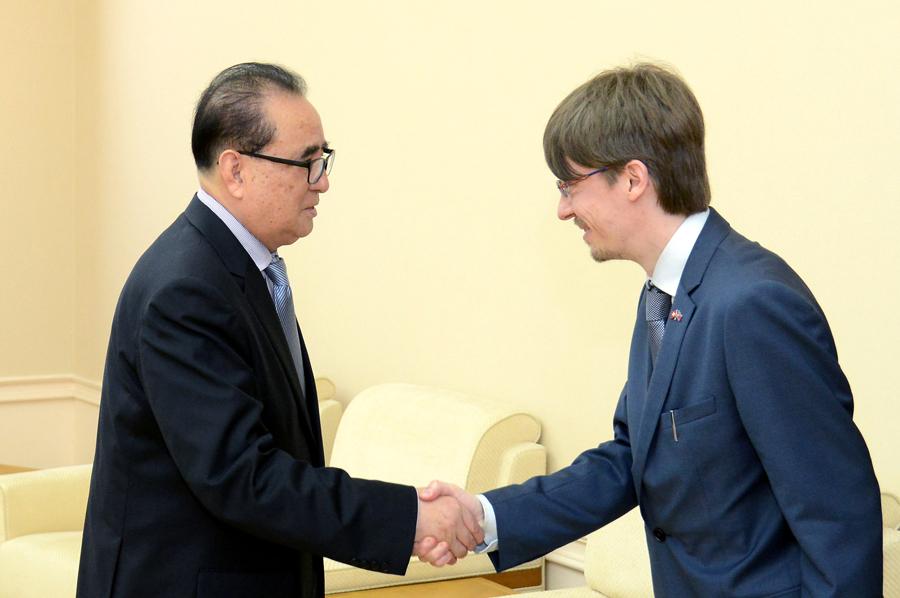 Con il segretario dei comunisti svizzeri