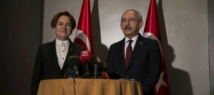 Aksener con il leader socialdemocratico Kiliçdaroglu